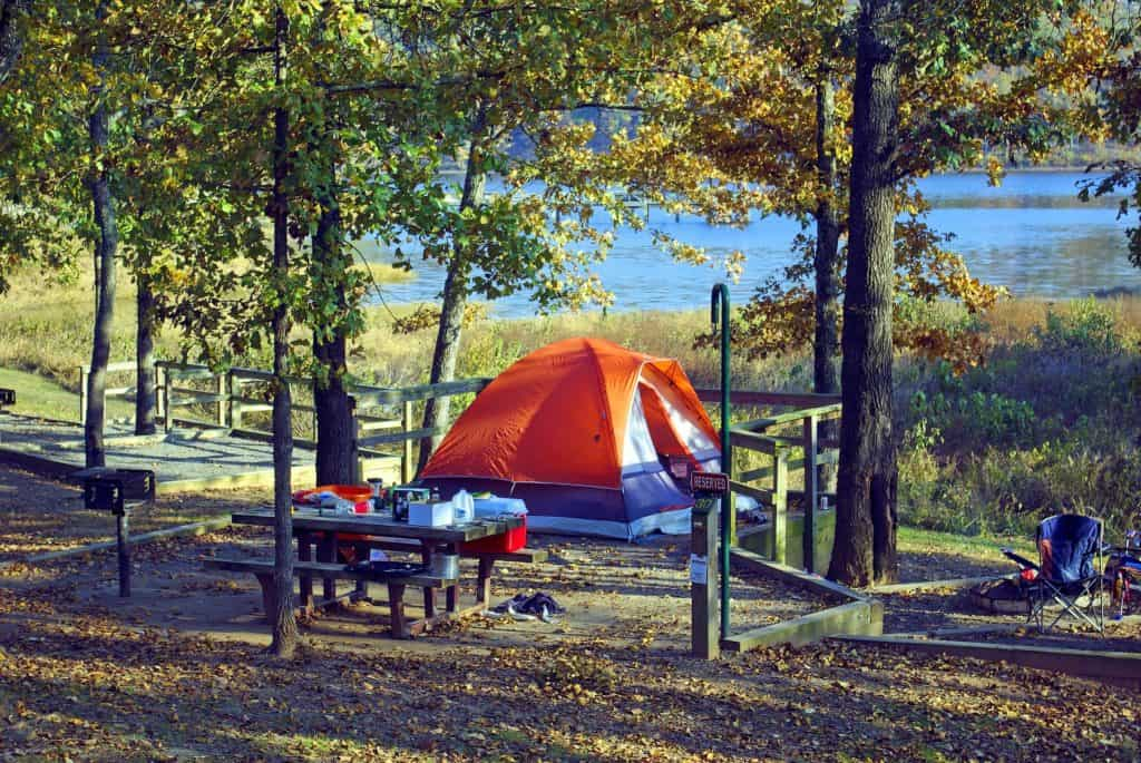 tent-at-woolly-hollow-3886077_1920